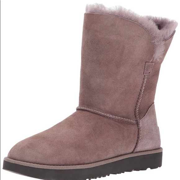 6487bf075d5 Ugg Women's Classic Cuff Short Boots NWT